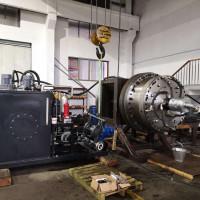 testování hydraulické spojko-brzdy pro lisování za tepla silou 4000 tun, průměr spojky 1400 mm